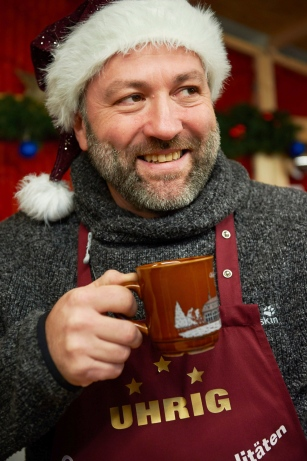 Impressions from the the Christmas-Market in Erbach: Sascha from the Odenwaelder mulled wine house.