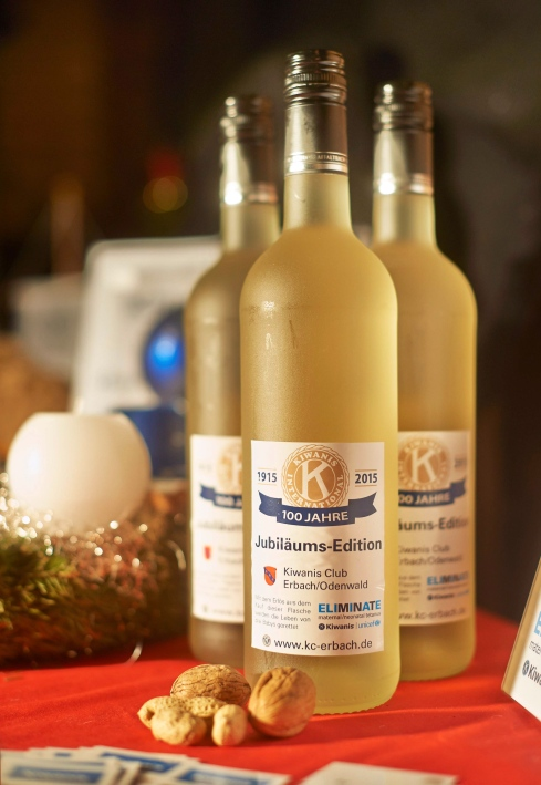 KIWANIS at the Christmas-Market in Erbach: Decoration at the Kiwani-booth, which is the garage of the church-caffe of the protestant church in Erbach.