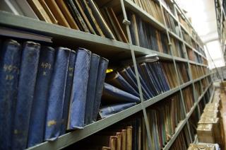 PHOTO: BARTOSZ KRUPA/EAST NEWS OWINSKA, 30/01/2013. OSRODEK OPIEKUNCZO - WYCHOWAWCZY DLA DZIECI NIEWIDOMYCH W MIEJSCOWOSCI OWINSKA. N/Z: SZKOLNA BIBLIOTEKA Owinska, Poland 30/01/2013 The school for blind children in Owinska. In the picture: school library.