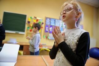 PHOTO: BARTOSZ KRUPA/EAST NEWS OWINSKA, 30/01/2013. OSRODEK OPIEKUNCZO - WYCHOWAWCZY DLA DZIECI NIEWIDOMYCH W MIEJSCOWOSCI OWINSKA. N/Z: LEKCJA RELIGII W SZKOLE PODSTAWOWEJ. Owinska, Poland 30/01/2013 The school for blind children in Owinska. In the picture: religion lesson at primary school.