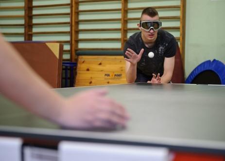 PHOTO: BARTOSZ KRUPA/EAST NEWS OWINSKA, 30/01/2013. OSRODEK OPIEKUNCZO - WYCHOWAWCZY DLA DZIECI NIEWIDOMYCH W MIEJSCOWOSCI OWINSKA. N/Z: GRA W DZWIEKOWEGO TENISA STOLOWEGO. ZADANIEM GRACZY JEST ZLAPAC PILKE, NIE WIDZAC JEJ, A JEDYNIE SLYSZAC JAK ODBIJA SIE OD STOLU. Owinska, Poland 30/01/2013 The school for blind children in Owinska. In the picture: students are playing acoustic table tennis. They are trying to catch a ball by hearing it bouncing on a table.