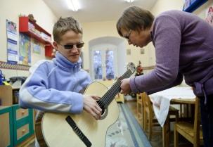 PHOTO: BARTOSZ KRUPA/EAST NEWS OWINSKA, 29/01/2013. OSRODEK OPIEKUNCZO - WYCHOWAWCZY DLA DZIECI NIEWIDOMYCH W MIEJSCOWOSCI OWINSKA. N/Z: DAWID UCZY SIE GRY NA GITARZE. Owinska, Poland 29/01/2013 The school for blind children in Owinska. In the picture: Dawid is learning to play the guitar.