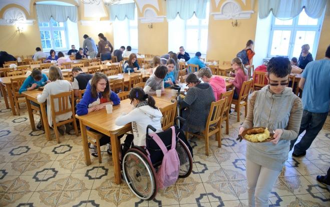 PHOTO: BARTOSZ KRUPA/EAST NEWS OWINSKA, 29/01/2013. OSRODEK OPIEKUNCZO - WYCHOWAWCZY DLA DZIECI NIEWIDOMYCH W MIEJSCOWOSCI OWINSKA. N/Z: SZKOLNA STOLOWKA. Owinska, Poland 29/01/2013 The school for blind children in Owinska. In the picture: school canteen.