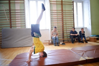 PHOTO: BARTOSZ KRUPA/EAST NEWS OWINSKA, 29/01/2013. OSRODEK OPIEKUNCZO - WYCHOWAWCZY DLA DZIECI NIEWIDOMYCH W MIEJSCOWOSCI OWINSKA. N/Z: CWICZENIA NA SALI GIMNASTYCZNEJ. Owinska, Poland 29/01/2013 The school for blind children in Owinska. In the picture: exercises at the gym.