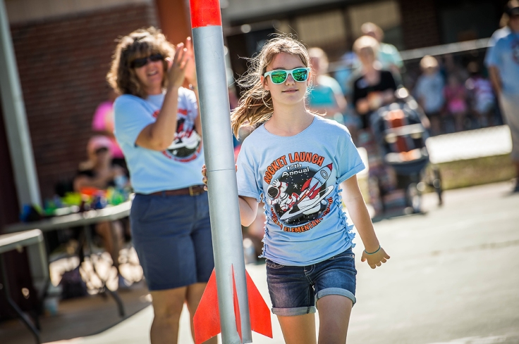 Umatilla Elementary School rocket launch, photo by Roberto Gonzalez