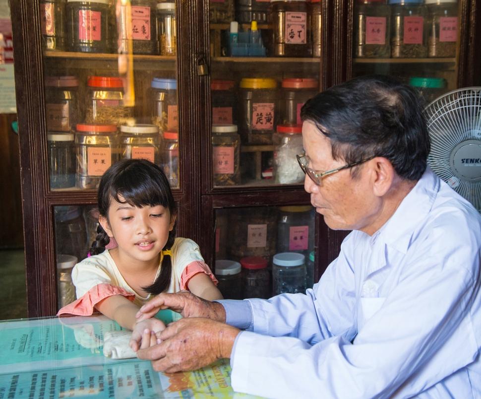 _hi-res_c_karnow_clinic_vietnam_072