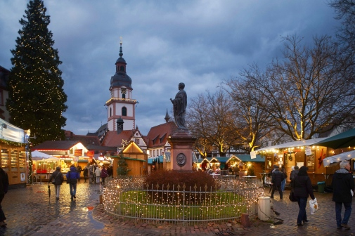 Impressions from the the Christmas-Market in Erbach: in the background the protestant church of Erbach and the town hall