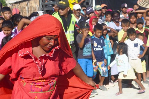 Wayuu indigenous dance the Yonda dance at a Christmas event where members of Kiwanis Foundation gave away gifts to Wayuu kids at the Manhanaim Rancheria in Cabo de la Vela, Guajira department, Colombia, on December 23, 2017. Photo by Joaquin Sarmiento