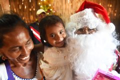A mother a her baby from the Wayuu indigenous etnia wait receive their gift at a Christmas event where members of Kiwanis Foundation gave away gifts to Wayuu kids at the Manhaim Rancheria in Cabo de la Vela, Guajira department, Colombia, on December 23, 2017. Photo by Joaquin Sarmiento