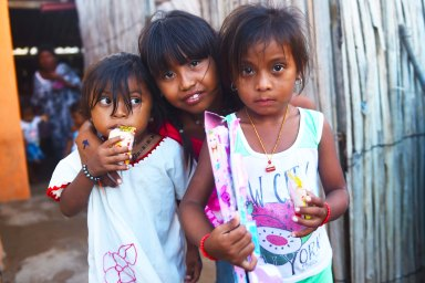 Kids from the Wayuu indigenous etnia pose with their gifts at a Christmas event where members of Kiwanis Foundation gave away gifts to Wayuu kids at the Manhaim Rancheria in Cabo de la Vela, Guajira department, Colombia, on December 23, 2017. Photo by Joaquin Sarmiento