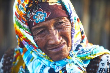 A Wayuu indigenous woman at a Christmas event where members of Kiwanis Foundation gave away gifts to Wayuu kids at the Manhaim Rancheria in Cabo de la Vela, Guajira department, Colombia, on December 23, 2017. Photo by Joaquin Sarmiento